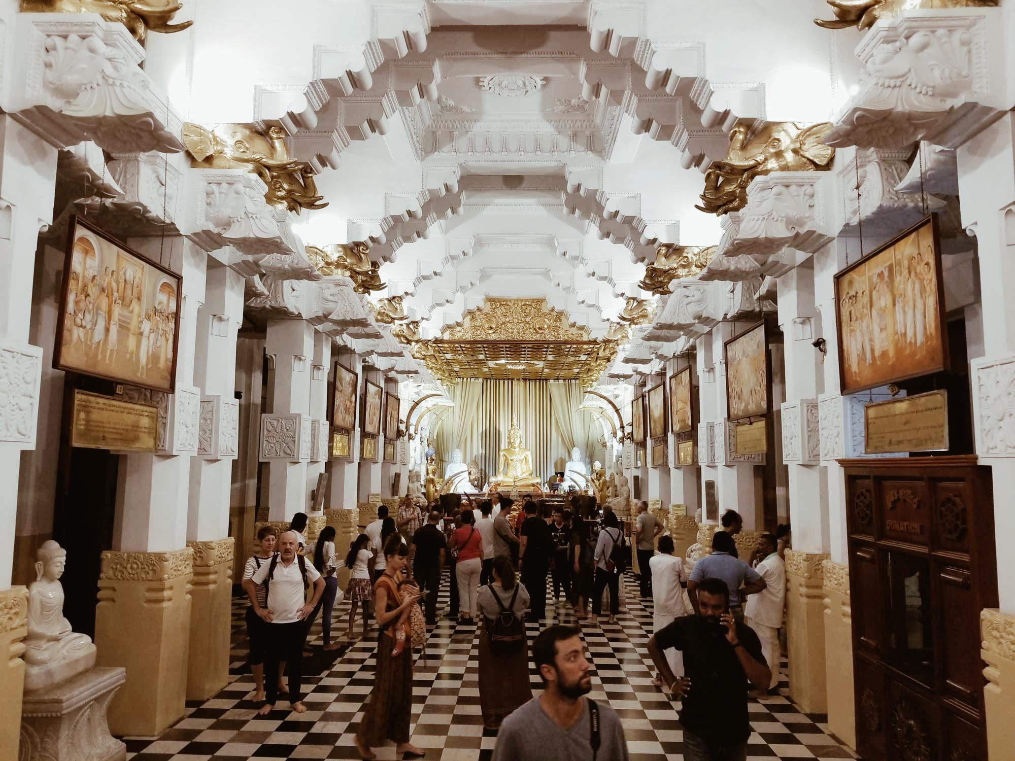 Храмът на свещения зъб