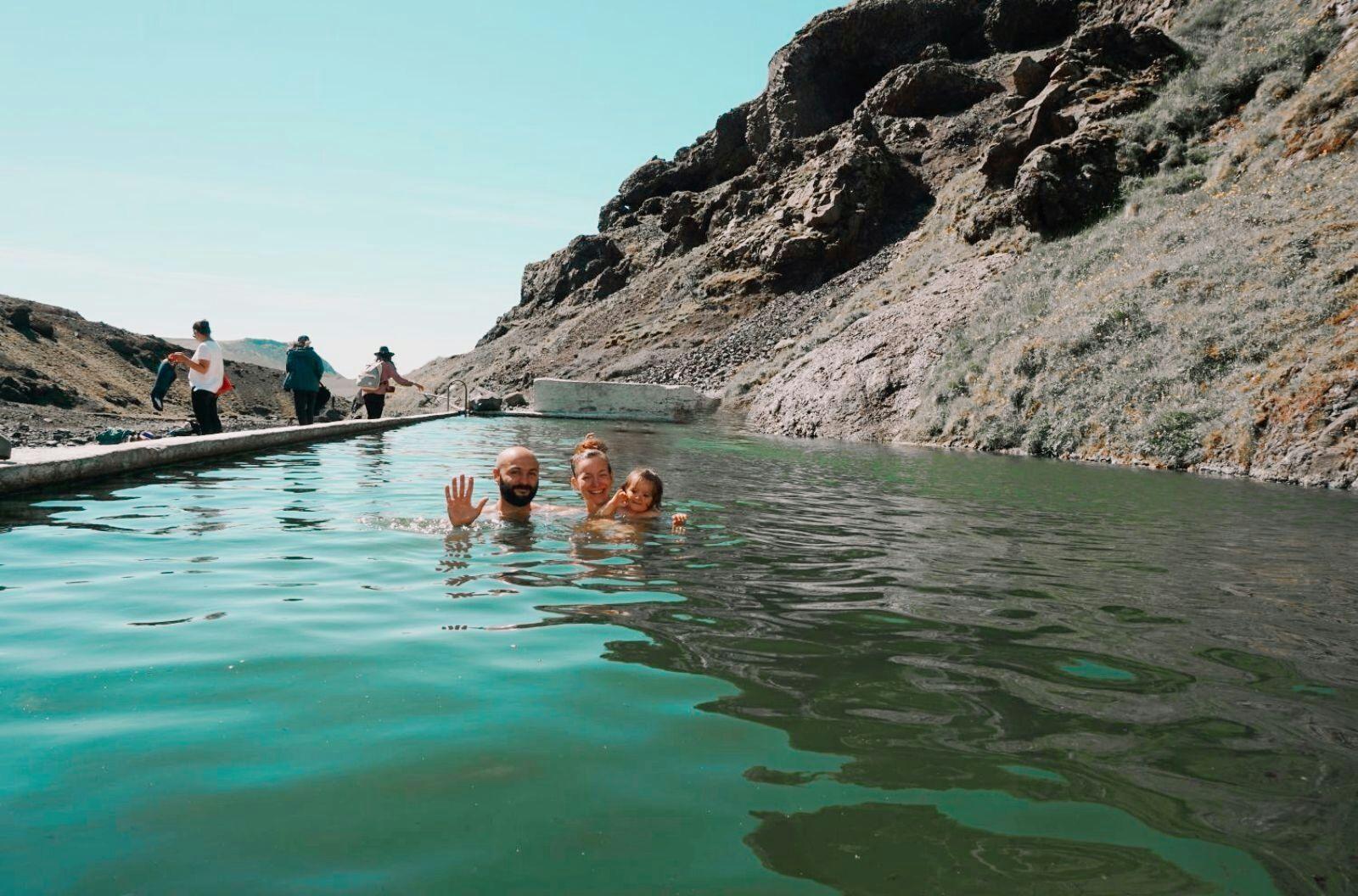 най-старият басейн в Исландия Seljavallalaug